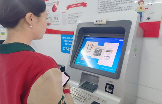 """无需身份证全程无接触 武汉22个献血点上线""""刷脸献血"""".jpg"""